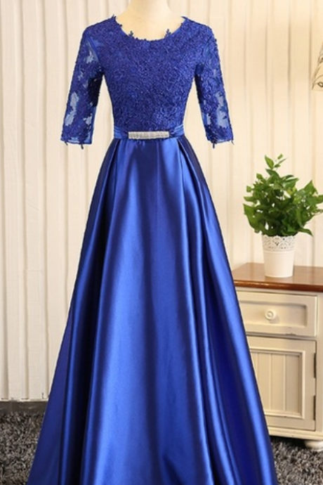 A royal blue ribbon evening gown with a woman's gown was worn for a formal evening gown