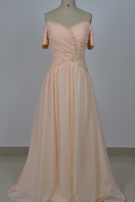 A real elegant mom's wedding dress with a short sleeveless gown evening gown