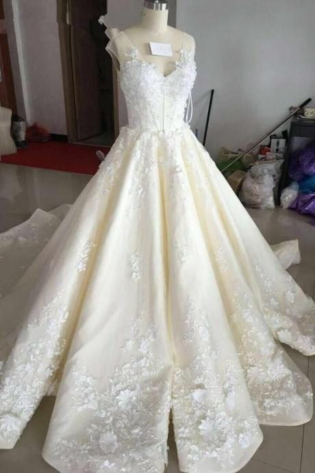 Deep V-neck Beautiful Flower Appliques Chapel Train Champagne Ruffers Wedding Dresses Bridal Gown
