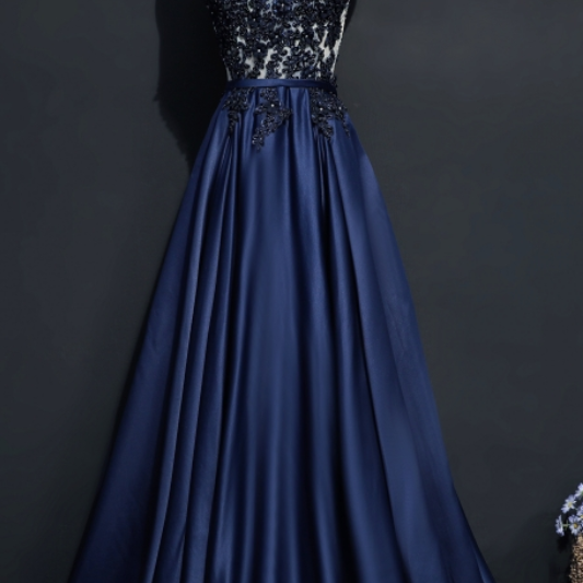 Dress up as a woman's custom line at night in a dark blue dress and dress in a formal evening gown